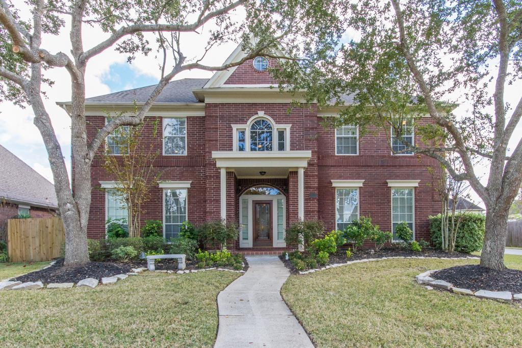509 Eagle Lakes Dr, Friendswood, TX