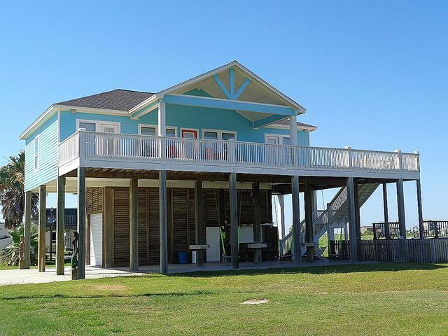 870 East RdCrystal Beach, TX 77650