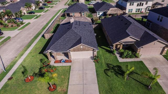303 Gulf Winds DrBacliff, TX 77518