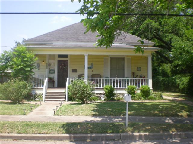 109 E Alabama, Wharton, TX