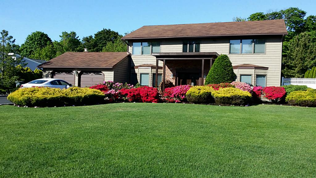 60 Pace Dr, West Islip, NY