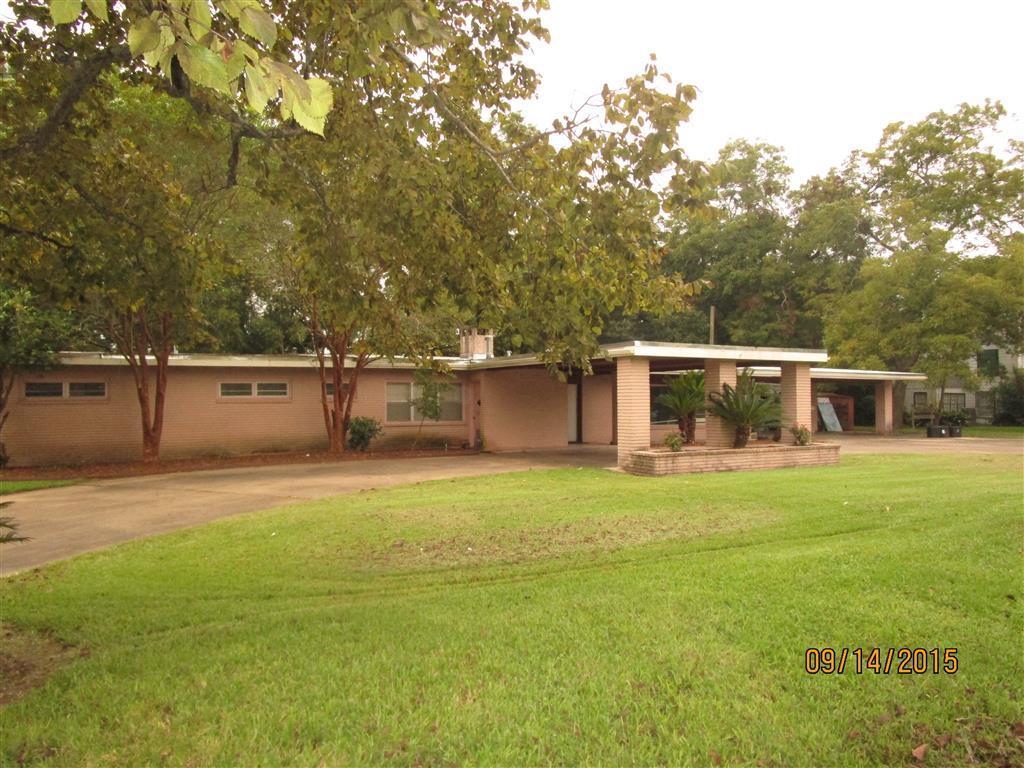 1126 E Cedar, Angleton, TX
