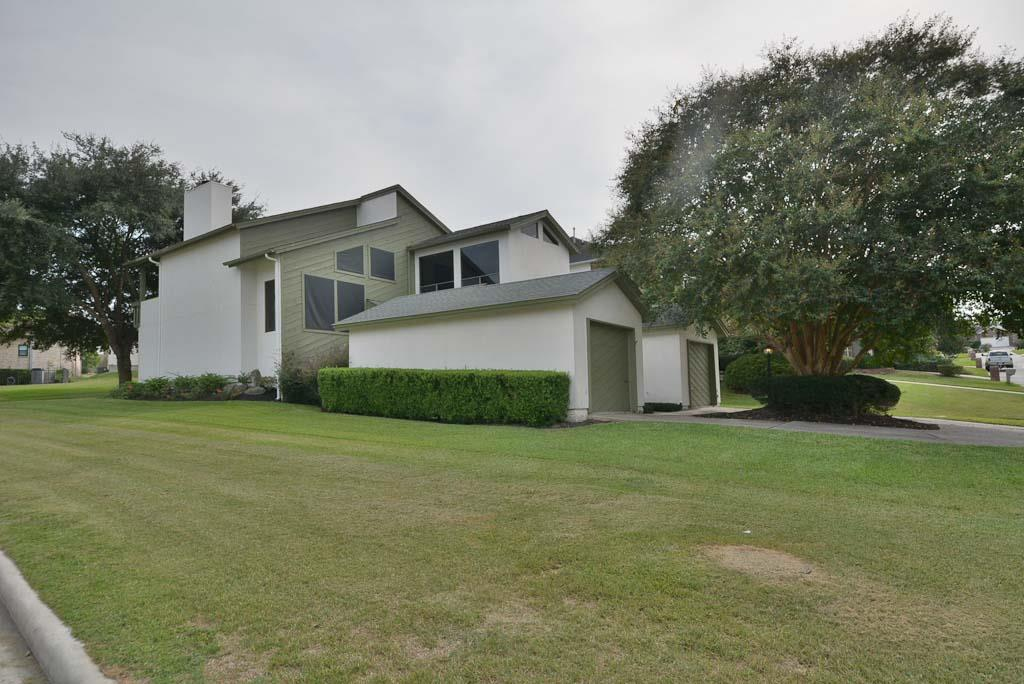 120 Cove Place Ct, Montgomery, TX