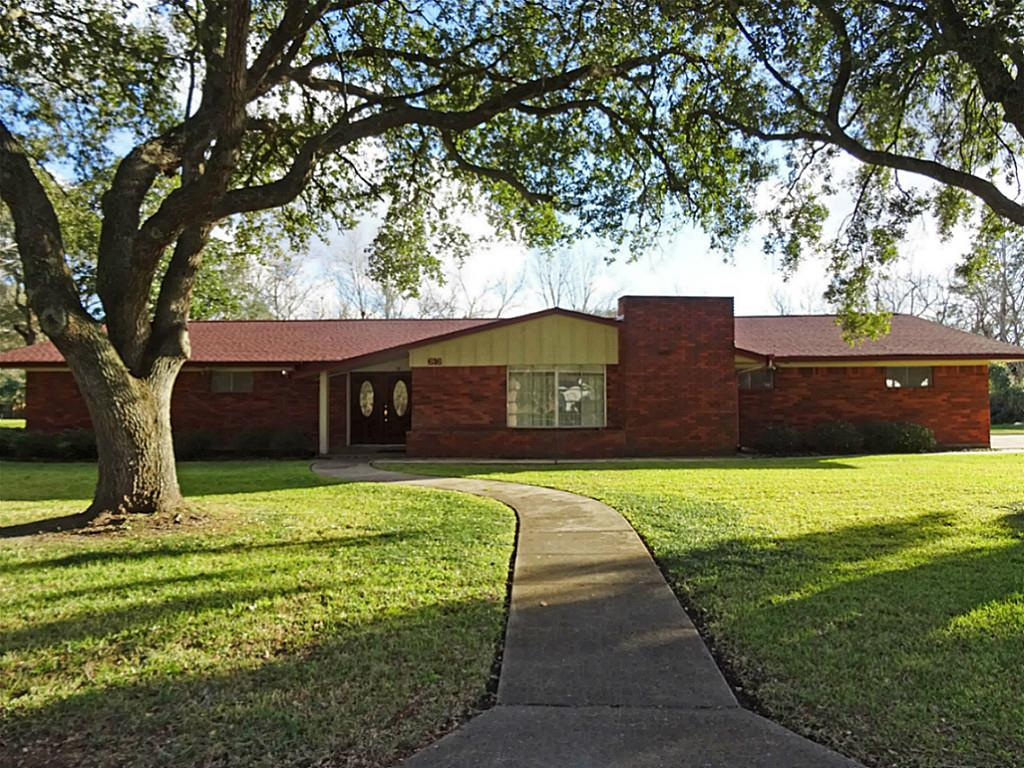 616 Cannan Dr, Angleton, TX