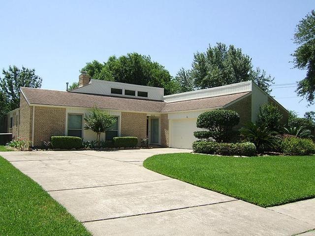 1002 Woodhorn Dr, Houston TX 77062