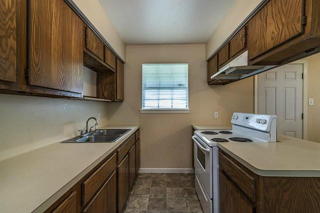 953 S Walker St, Angleton, TX