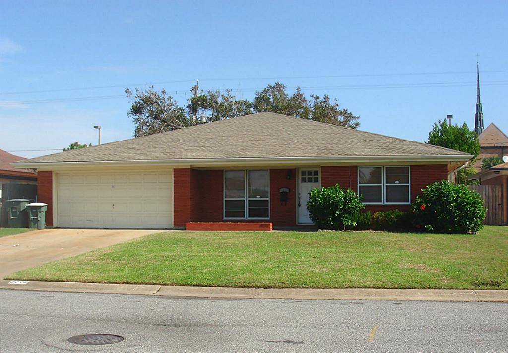 2718 E Palm Cir, Galveston, TX