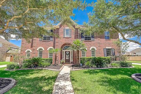 2509 Sparkling Brook Ct, Pearland, TX 77584