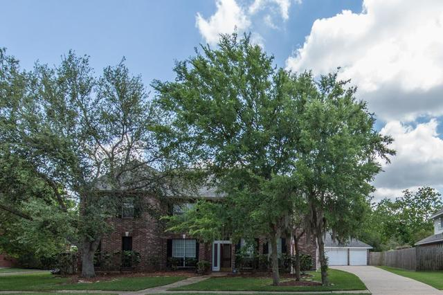 301 Eagle Lakes Dr, Friendswood, TX