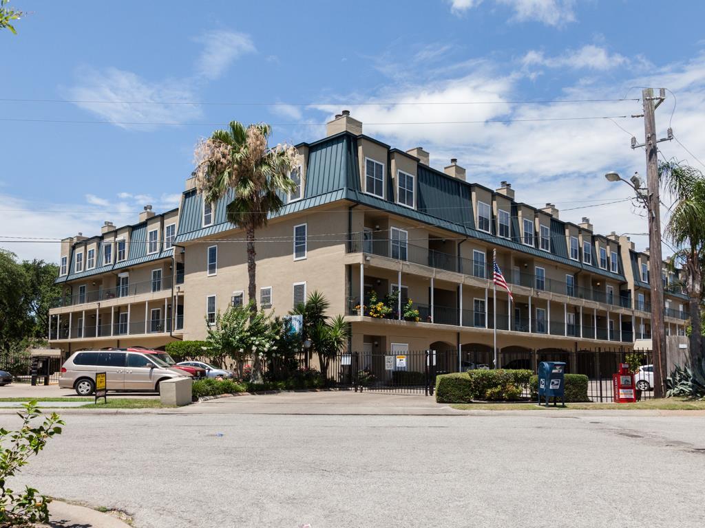 921 Marine Dr #APT 331, Galveston, TX