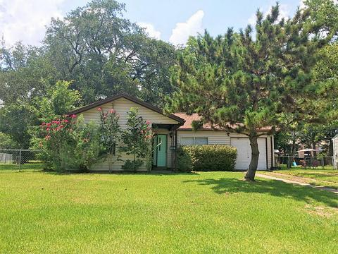 125 Holly, Lake Jackson, TX 77566