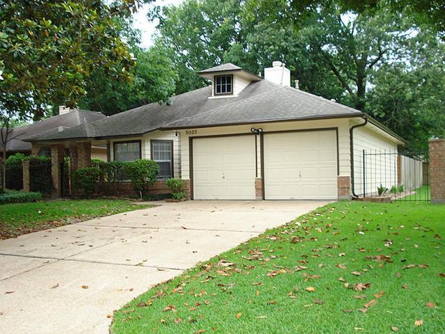 5023 Maple Brook Ln, Kingwood, TX