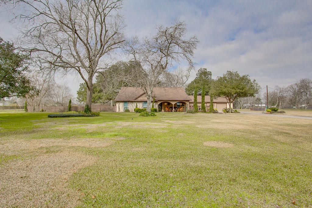 7206 Cemetery Rd, Manvel, TX