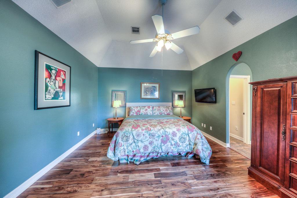 15469 Crown Oaks Dr, Montgomery, TX