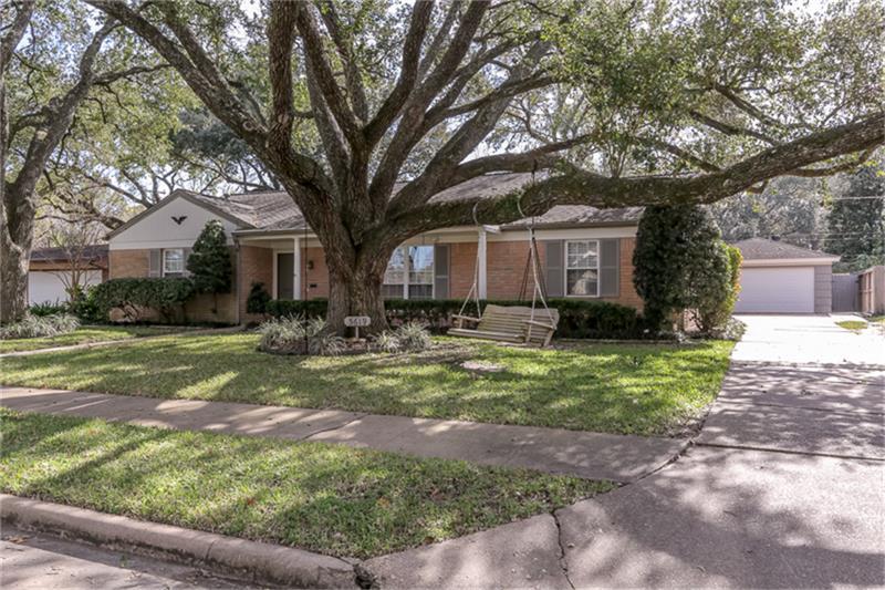 5619 Briarbend Dr, Houston, TX