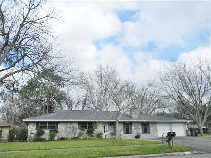 1800 N Rockisland St, Angleton, TX