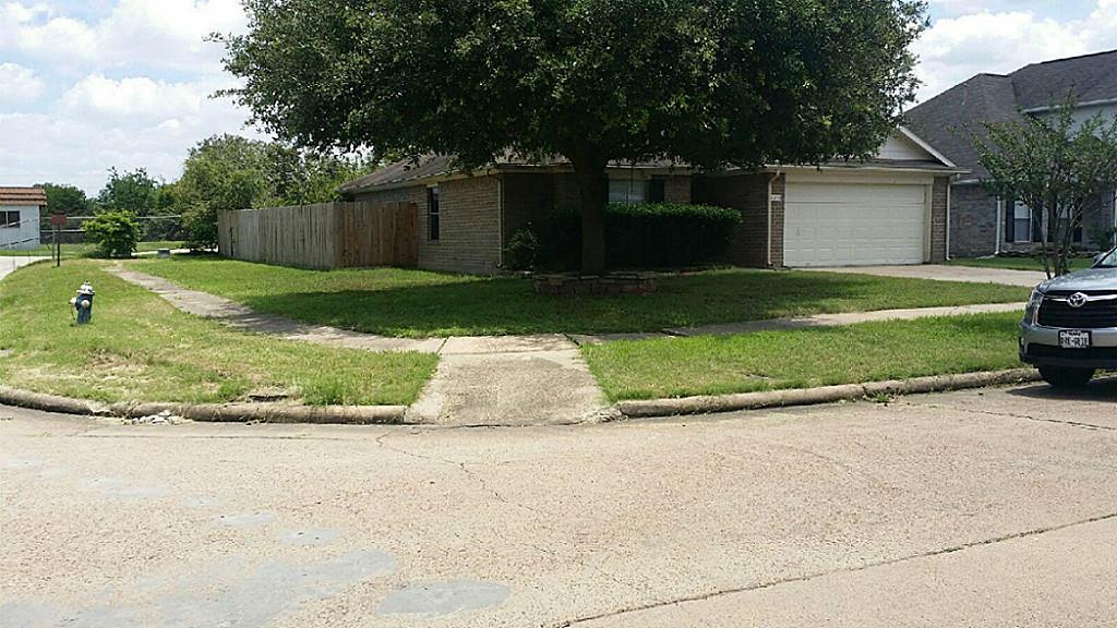 6370 Crossway Dr, Houston, TX