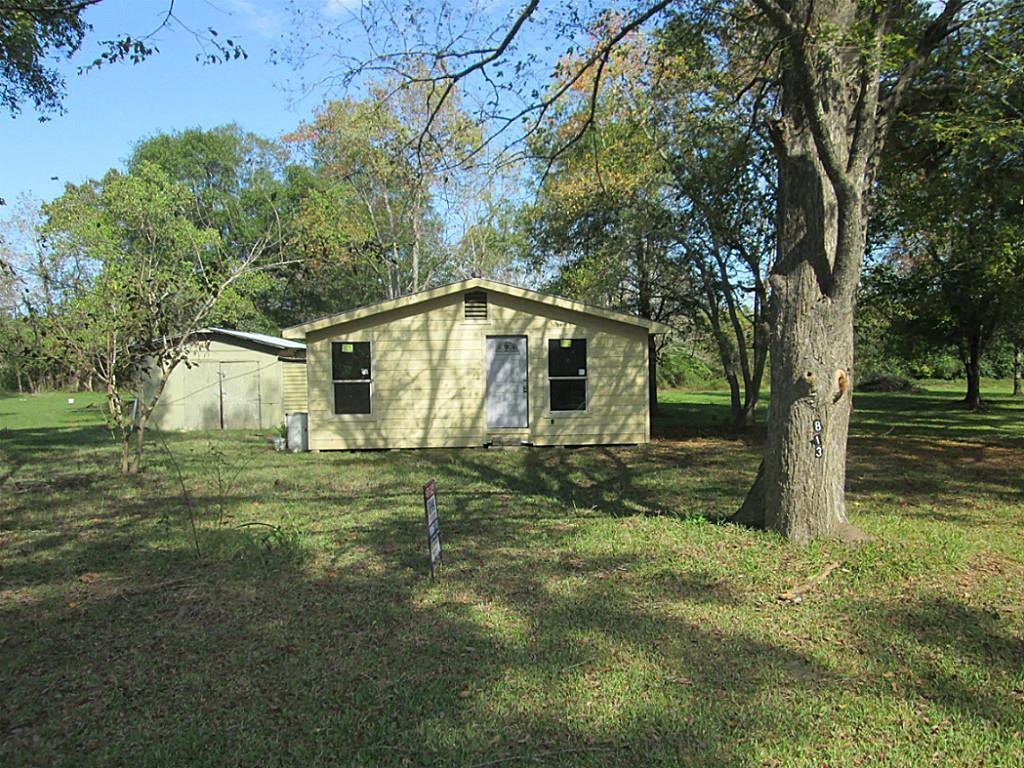 813 River Rd, Goodrich, TX