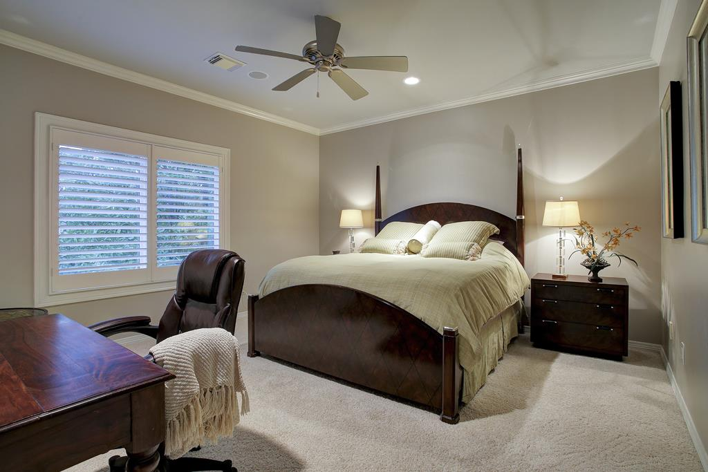 251 Piney Point Rd, Houston TX 77024