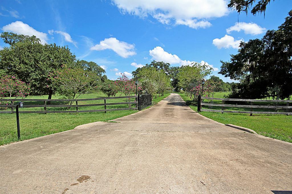 2418 Majestic Oaks Ct, Rosharon, TX