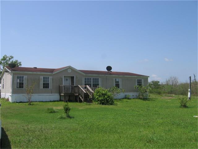 826 Port Rd, Angleton, TX