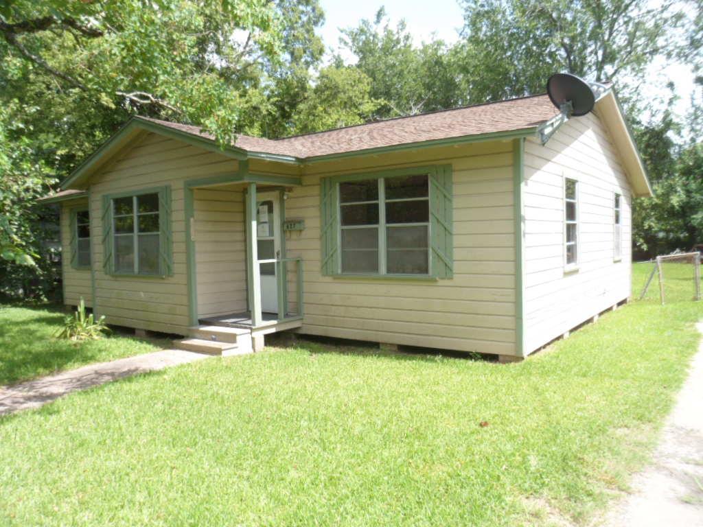 627 W Orange St, Angleton, TX