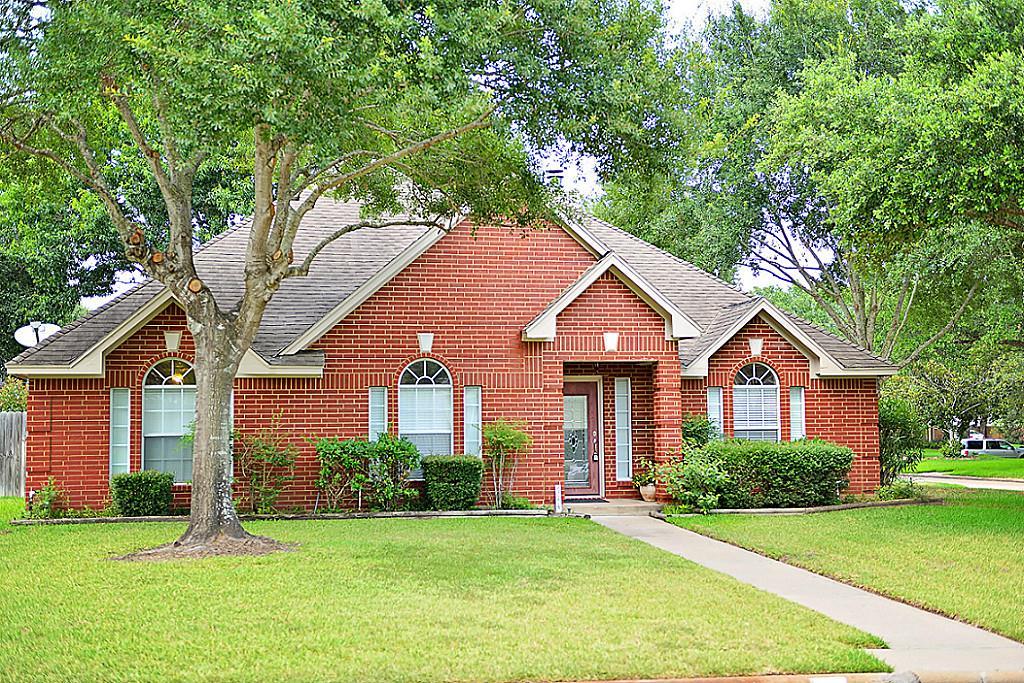 614 Westview Terrace Cir, Sealy, TX