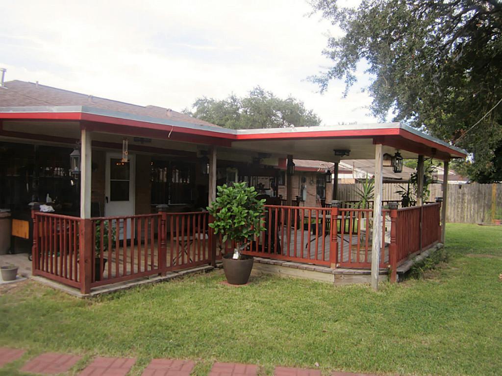 306 E Edgebrook Dr, Houston TX 77034