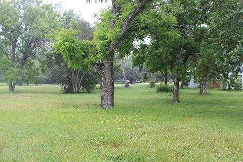 000 S Middle St, Flatonia, TX 78941