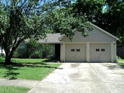 10711 Glenwolde Dr, Houston, TX 77099