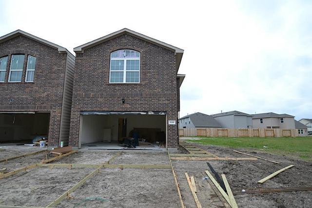 5118 Dartmoor Rdg, Houston TX 77066