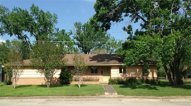 715 Nolan St, Navasota, TX