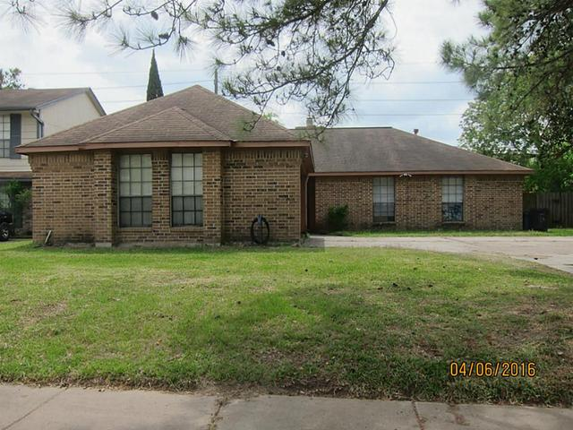 8315 Enchanted Forest Dr, Houston, TX
