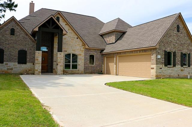 15 Southwind Dr, Montgomery, TX