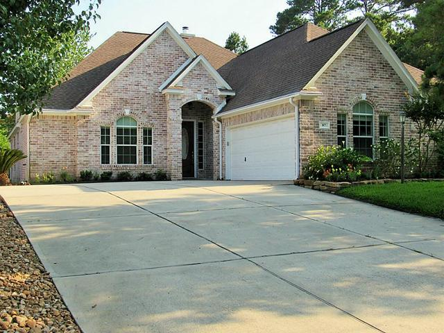 87 Wick Willow Rd, Montgomery, TX