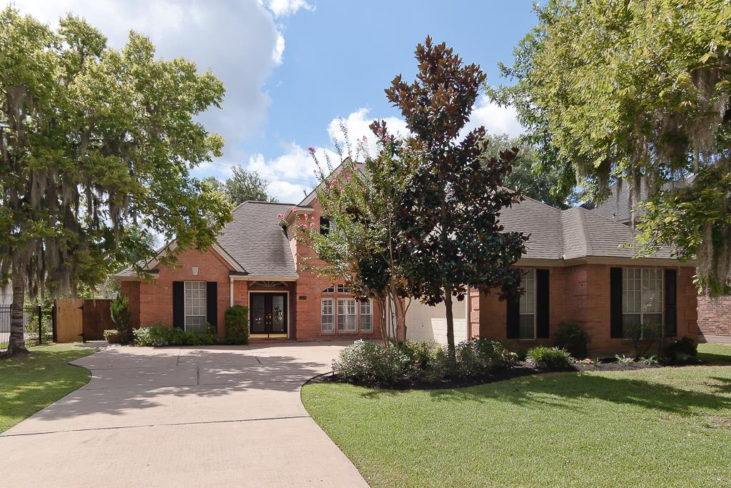 1714 Forestlake Dr, Sugar Land, TX