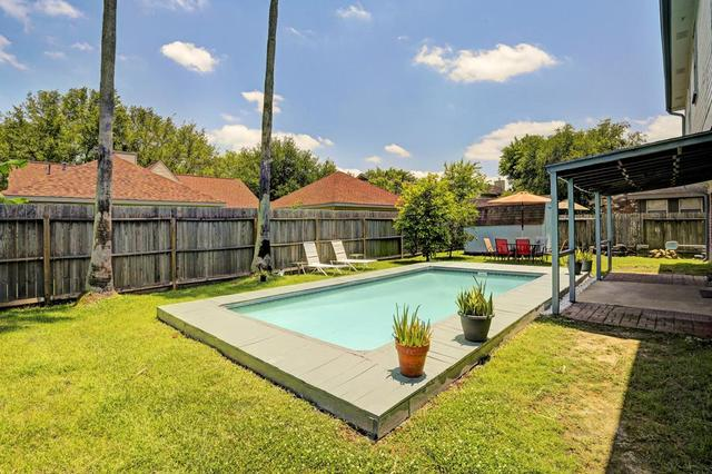 3903 Spring Forest Dr, Pearland, TX