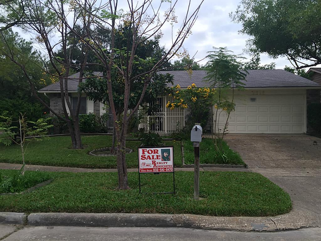 5654 Hardwood Forest Dr, Houston, TX
