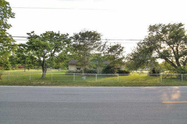 8501 Miller Road 3, Houston TX 77049