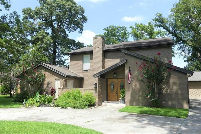 203 Oak Hollow St, Conroe, TX 77301