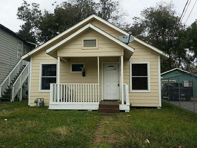 214 E Sterling St, Baytown TX 77520