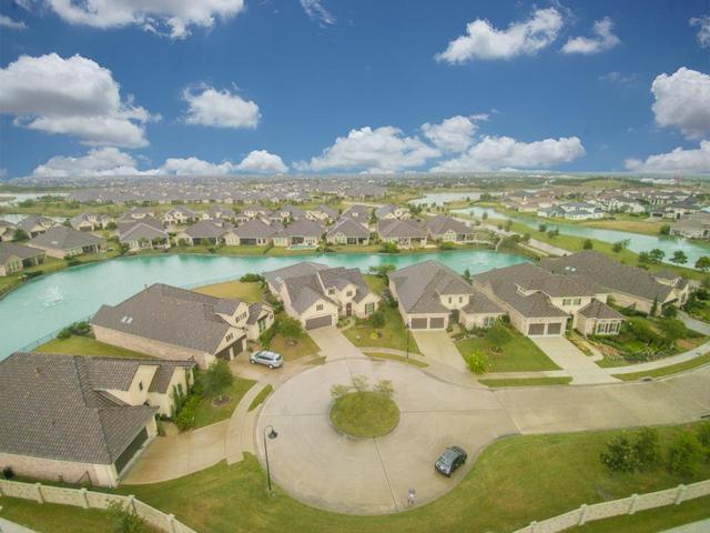 14 Fair Bluff CtFulshear, TX 77441