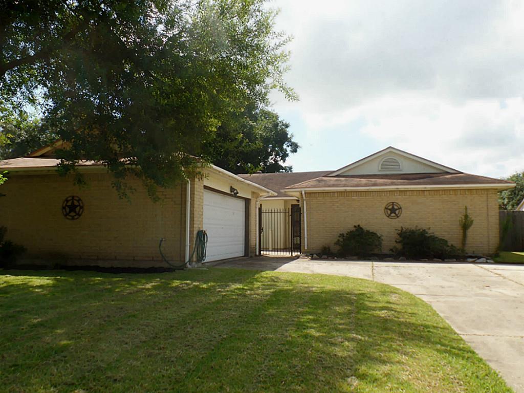 10110 Clairmont Dr, La Porte, TX