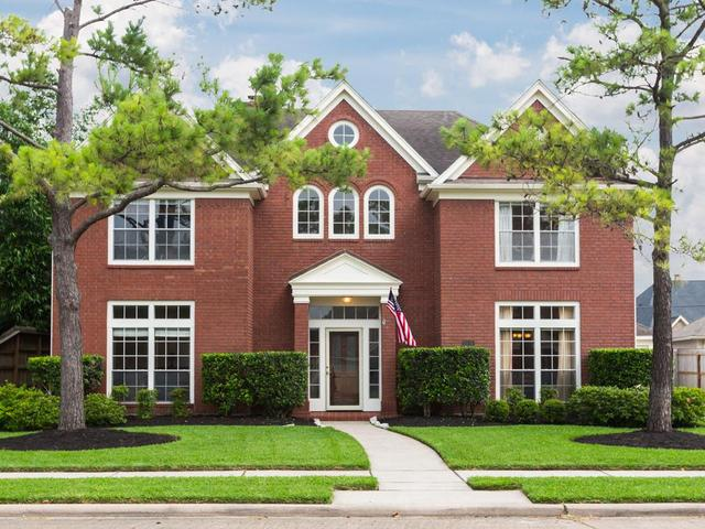 2116 Country Club Dr, Pearland, TX