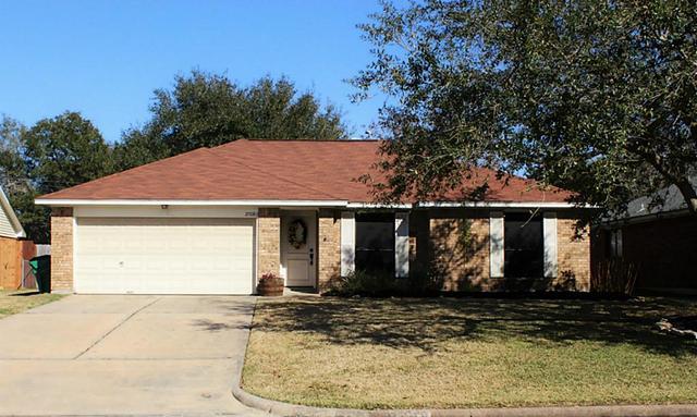 2708 Dove Tree Dr, Alvin TX 77511