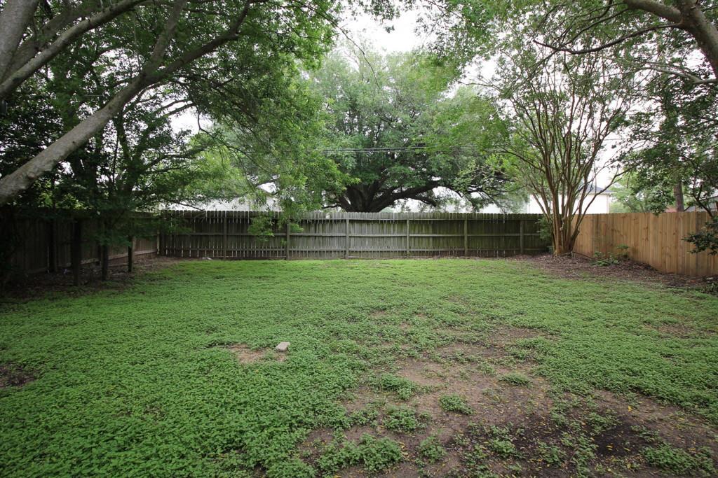 8527 Woodland Willows Dr, Houston, TX