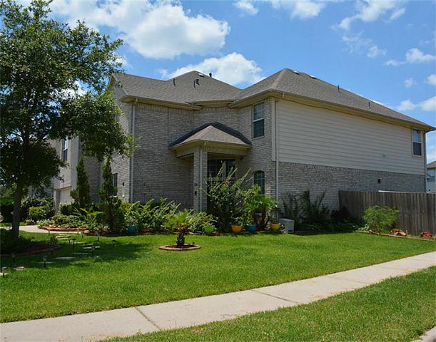 12301 Winding Shores Dr, Pearland, TX