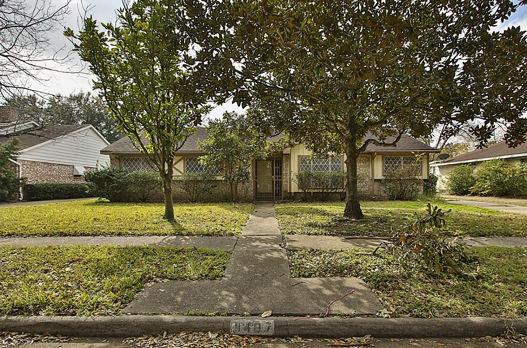 9407 Sharpview Dr, Houston, TX