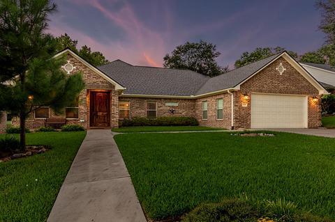 1442 Green Briar, Huntsville, TX 77340