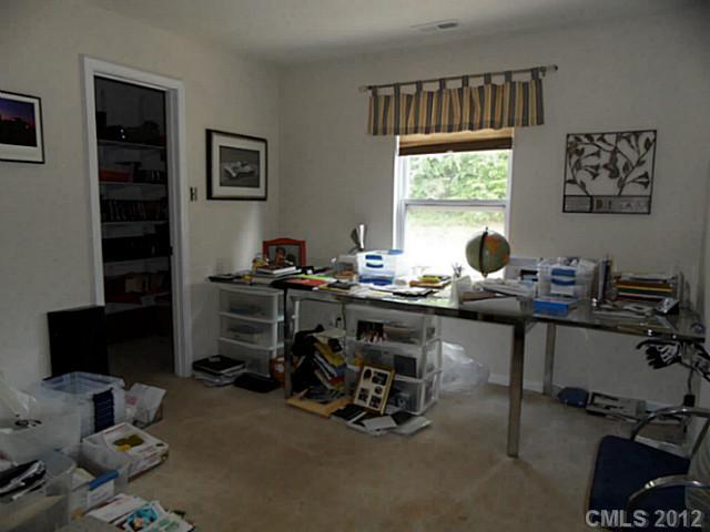 6019 Shortleaf Pine Ct, Charlotte NC 28215